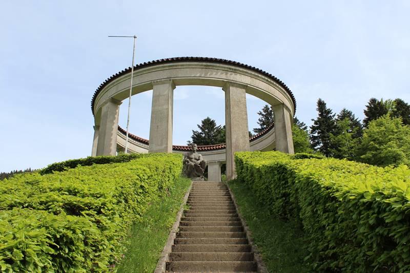Ehrendenkmal über den Allerheiligen Wasserfällen