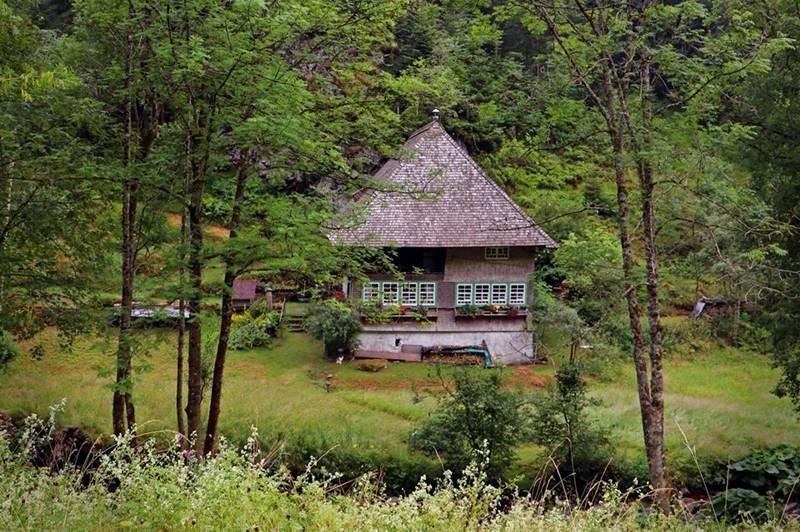 Altes Schwarzwaldhäusle im Hexenloch im Schwarzwald